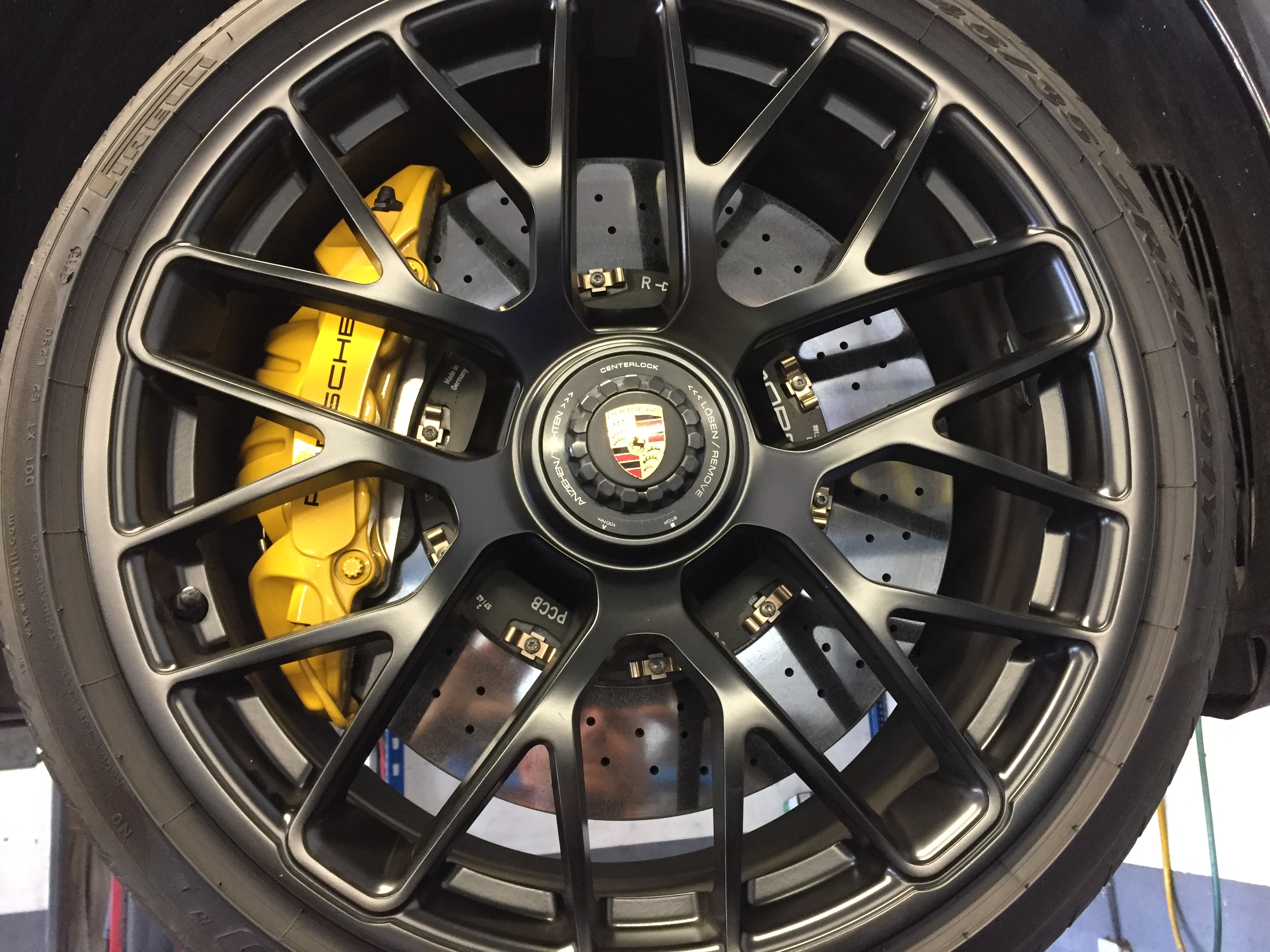 frein 991 turbo S salon