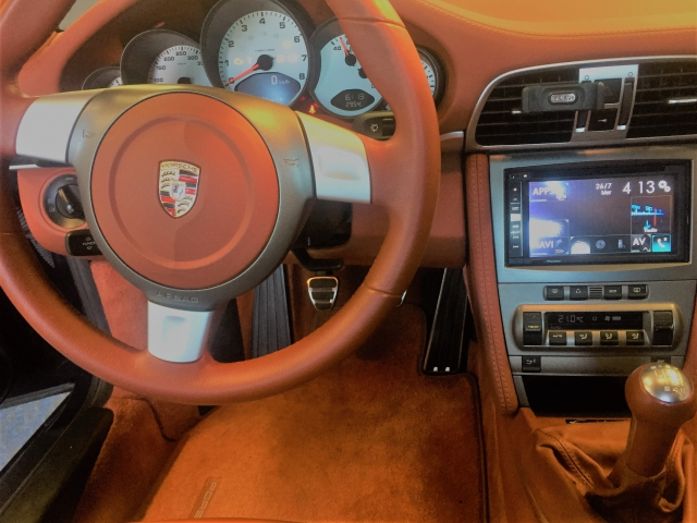 gps-alpine-porsche-997-salon