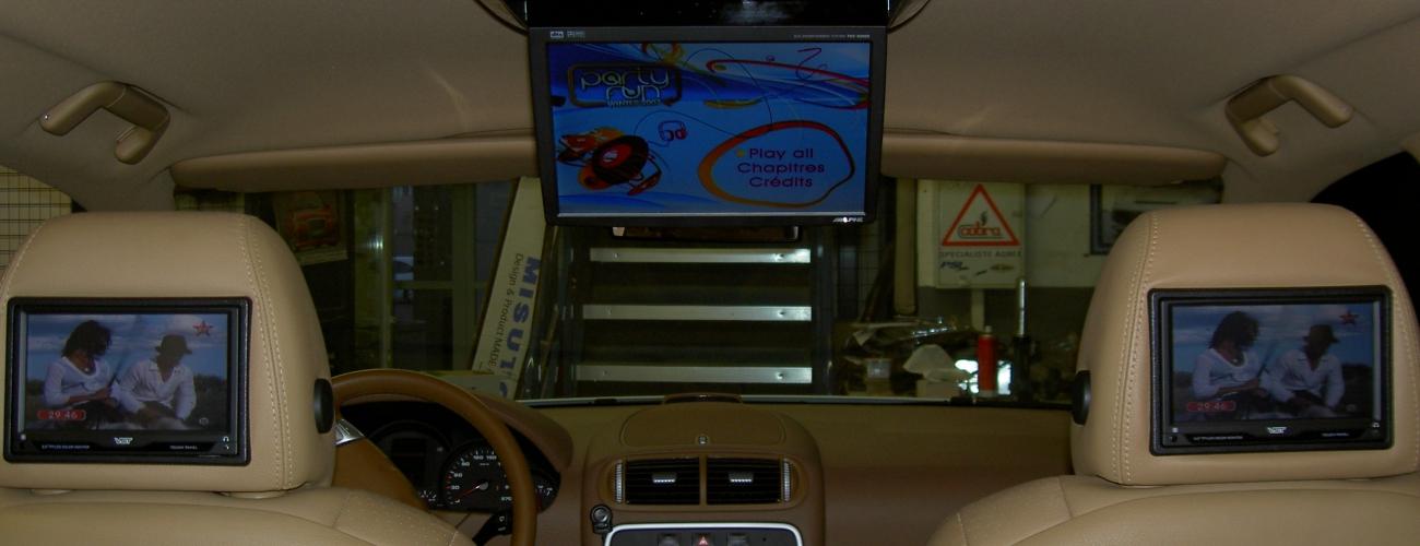 installation d 39 crans multim dia dans votre voiture car audio racing sp cialiste en. Black Bedroom Furniture Sets. Home Design Ideas